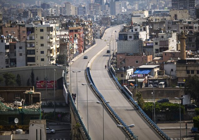 Estrada quase vazia em Beirute, Líbano, neste domingo, 15 de março de 2020