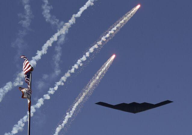 Bombardeiro furtivo B-2 dos Estados Unidos