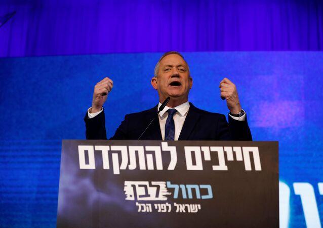 Benny Gantz em discurso político direcionado aos seus apoiadores em Israel (foto de arquivo)