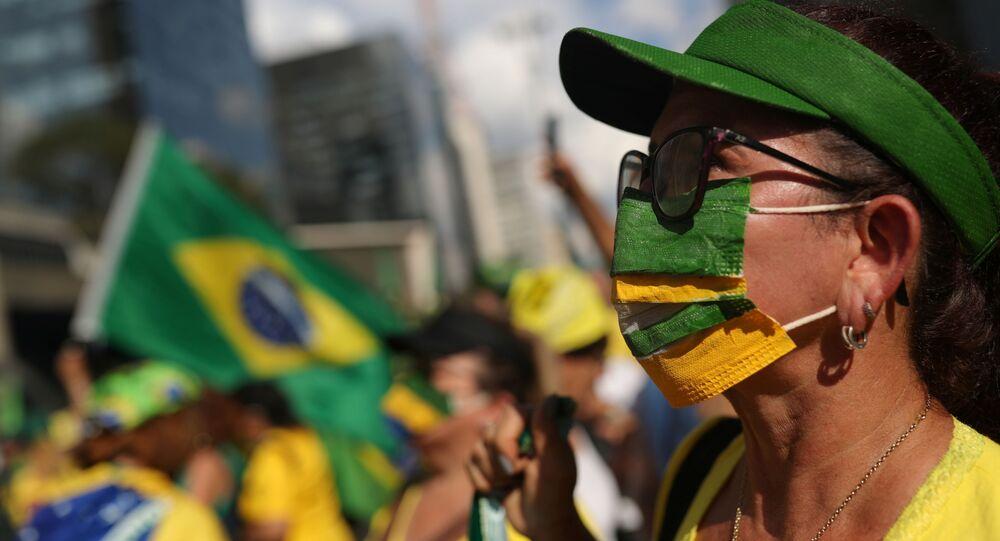 Bolsonarista não perde ato em prol do governo na Avenida Paulista, em São Paulo, Brasil, 15 de março de 2020