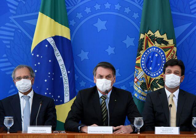 Presidente Jair Bolsonaro e ministros do governo dão entrevista coletiva sobre coronavírus