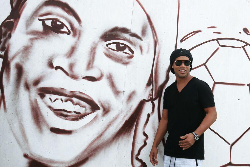 Jogador de futebol brasileiro Ronaldinho Gaúcho durante um festival de esportes em Krasnodar, Rússia