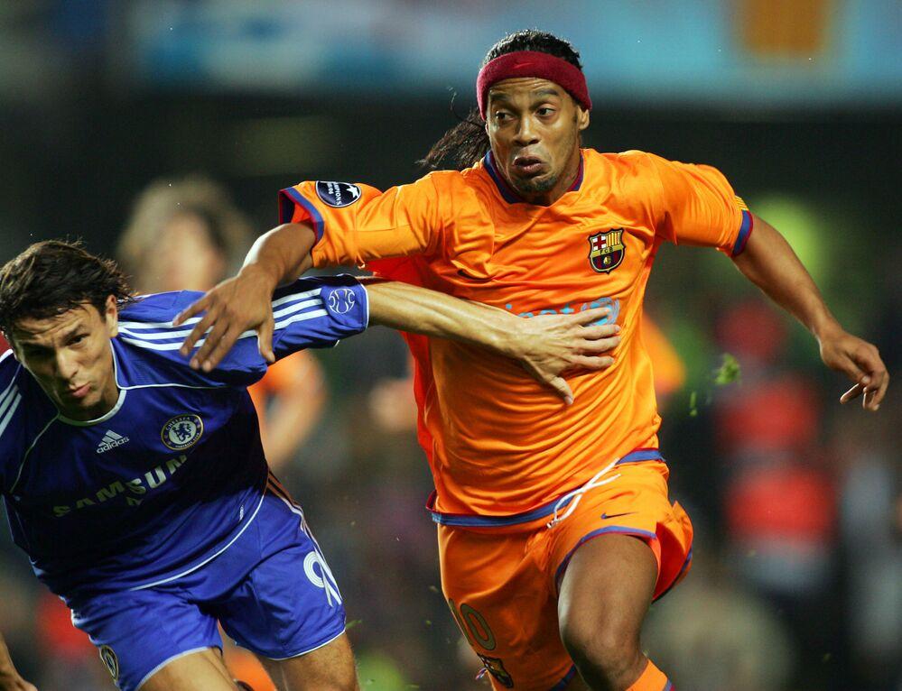 Jogador do Barcelona, Ronaldinho Gaúcho joga contra o Chelsea em Londres, em 2006