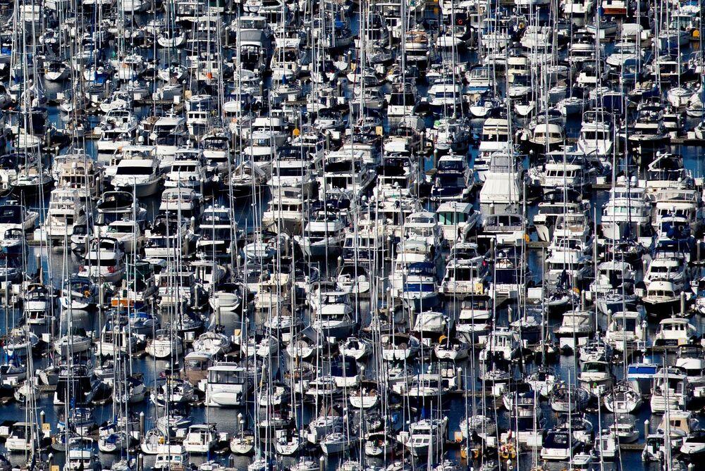 Centenas de barcos atracados na marina de Eliiott Bay durante propagação do coronavírus no mundo. Foto tirada em Seattle, no estado americano de Washington