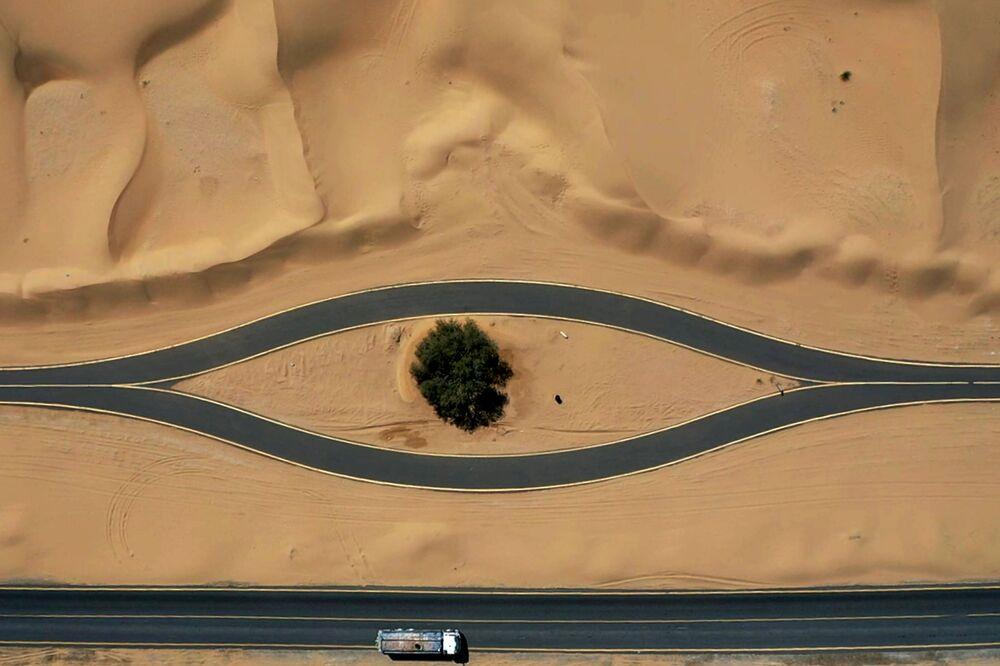 Vista aérea de ciclovia em Dubai, Emirados Árabes Unidos
