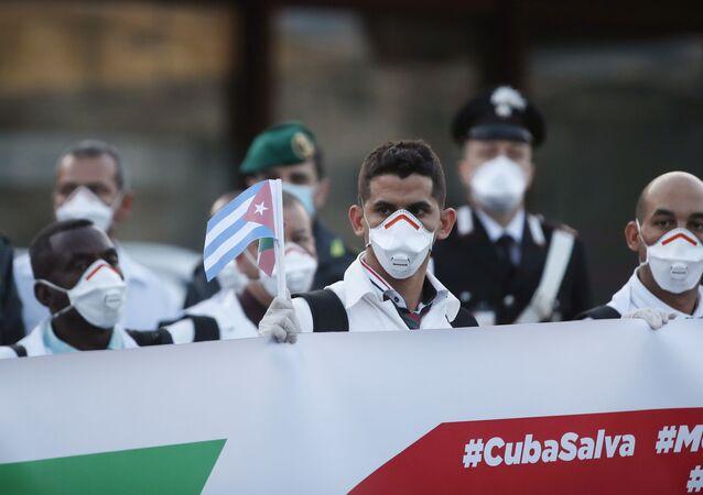 Reforços de médicos e paramédicos cubanos na luta contra o coronavírus