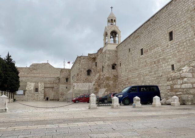 Praça Manger fora da Igreja da Natividade vazia em meio a medidas tomadas pela Autoridade Palestina para prevenir a propagação da doença do coronavírus, em Belém, na Cisjordânia ocupada por Israel, 19 de março de 2020