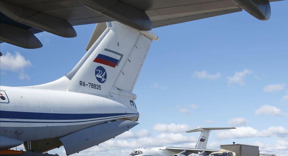 Aeronave russa de transporte militar Il-76 enviada para a Itália para auxiliar no combate ao novo coronavírus.