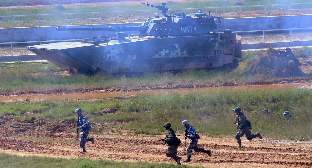 Tropas russas e chinesas em exercícios militares conjuntos (foto de arquivo)