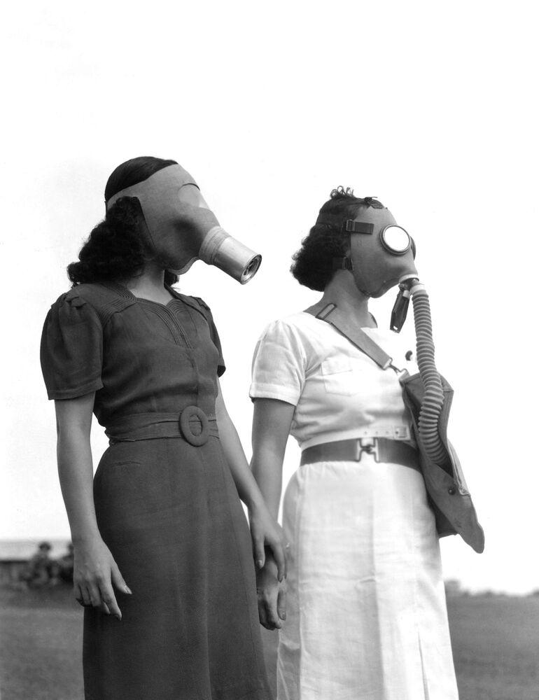 Mulheres utilizando máscaras nas Filipinas, em 1941