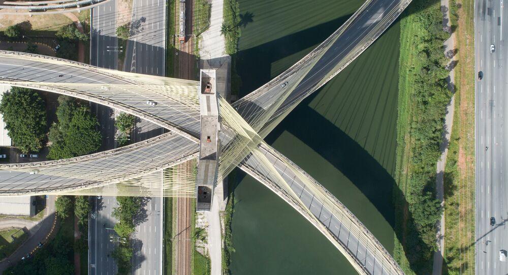 Ponte Otávio Frias de Oliveira na capital paulista, vazia em função da quarentena decretada no estado de São Paulo, 24 de março de 2020