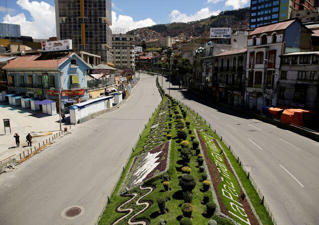 A ponte Perez Velasco, La Paz, no 1º dia de quarentena obrigatória de duas semanas em toda a Bolívia para combater a propagação do coronavírus, decretada pelo governo interino do país, 22 de março de 2020
