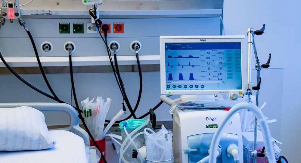 Respirador é fotografado em uma UTI no Centro Médico de Hamburg-Eppendorf, na Alemanha