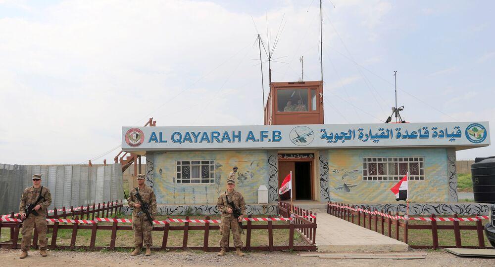 Soldados dos EUA durante a entrega da base aérea de Al-Qayyara às Forças de Segurança Iraquianas, no sul de Mossul, Iraque, 26 de março de 2020