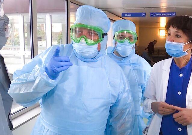 Especialistas militares russos visitam hospital de Bergamo