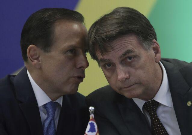 Governador de SP João Doria ao lado do presidente Jair Bolsonaro durante evento em Brasília