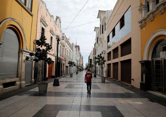 Ruas de Lima, no Peru, vazias por causa do novo coronavírus