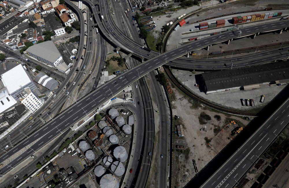 Estradas vazias no Rio de Janeiro, enquanto cariocas observam a quarentena, 26 de março de 2020
