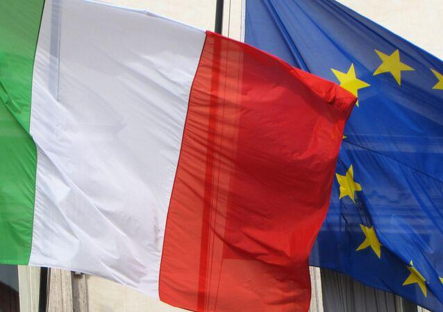 Bandeiras da Itália e da UE (imagem ilustrativa)