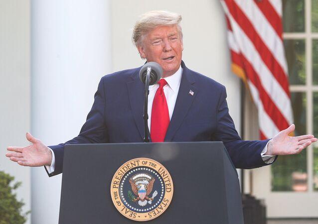 Presidente dos EUA, Donald Trump, durante briefing diário de resposta ao coronavírus na Casa Branca, em Washington, EUA, 30 de março de 2020