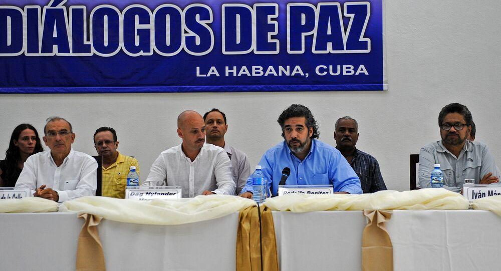 Negociações de paz entre o governo colombiano e as FARC estão sendo realizadas em Havana, com mediação de diplomatas cubanos e noruegueses