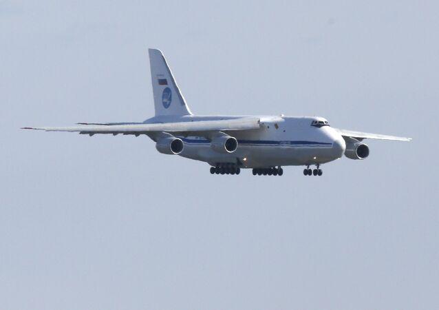 Aeronave militar russa aterrissa no Aeroporto Internacional JFK em Nova York trazendo suprimentos médicos