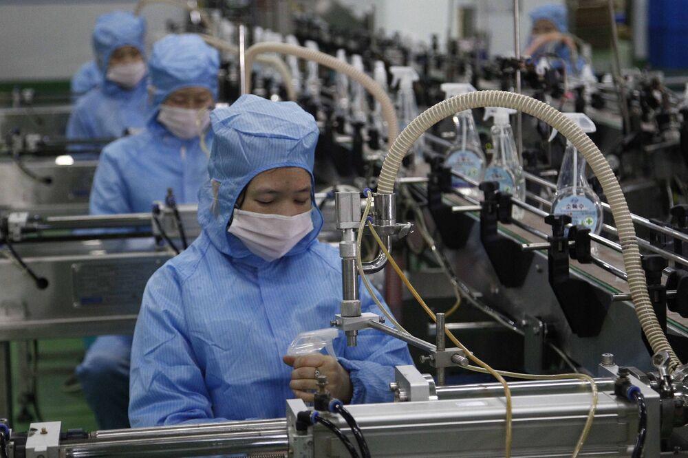 Produção de itens de higiene pessoal em fábrica de Pyongyang