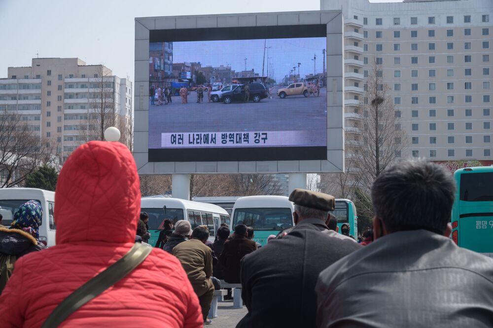 Televisão divulga notícias sobre coronavírus na Coreia do Norte