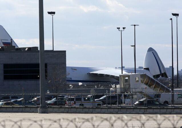 Avião russo An-124 com equipamento médico aterrissou no Aeroporto JFK de Nova York, EUA