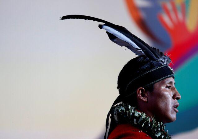 Um homem indígena do Equador (imagen referencial)