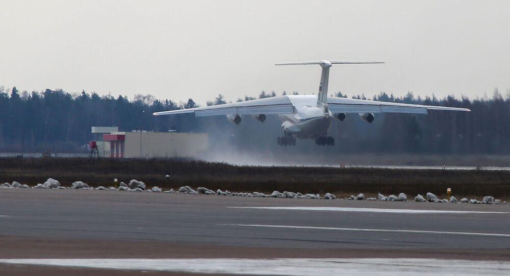 Avião de transporte Il-76 da Força Aeroespacial da Rússia, com especialistas militares e equipamentos a bordo para prestar auxílio à Sérvia (imagem referencial)