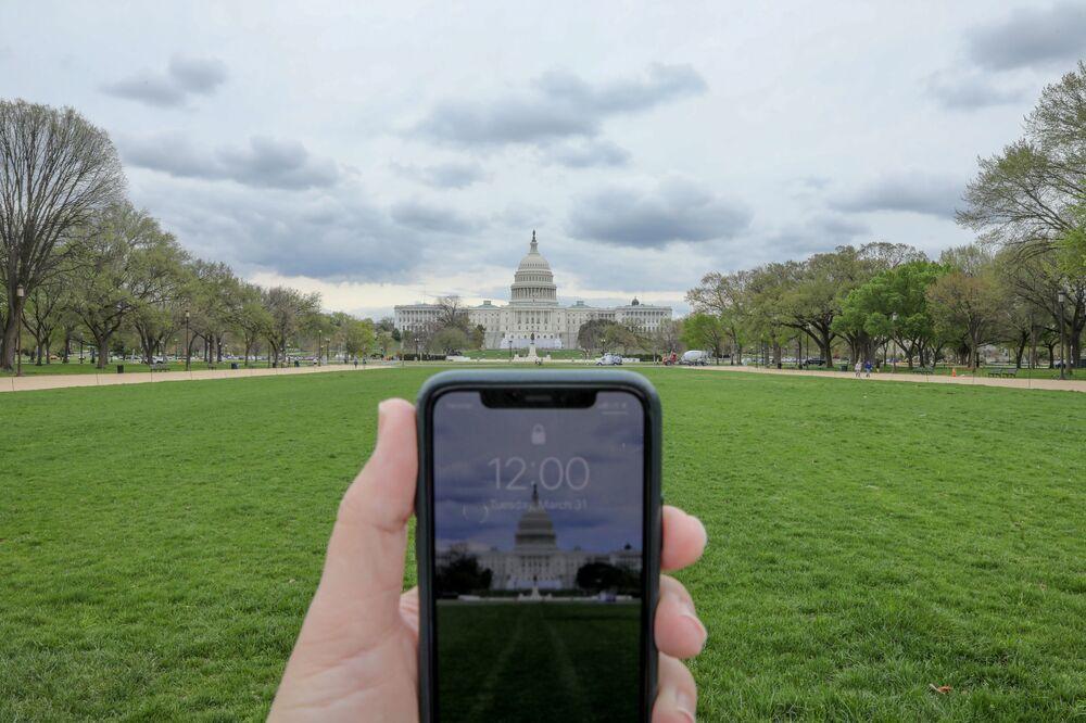 Fotografia tirada às 12h de um celular na capital dos Estados Unidos, Washington