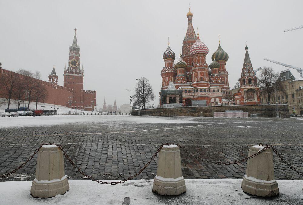 Praça Vermelha vazia em meio à quarentena implementada em Moscou, Rússia