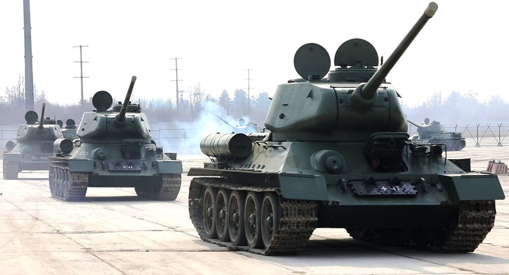 Tanques T-34 restaurados no polígono de Alabino