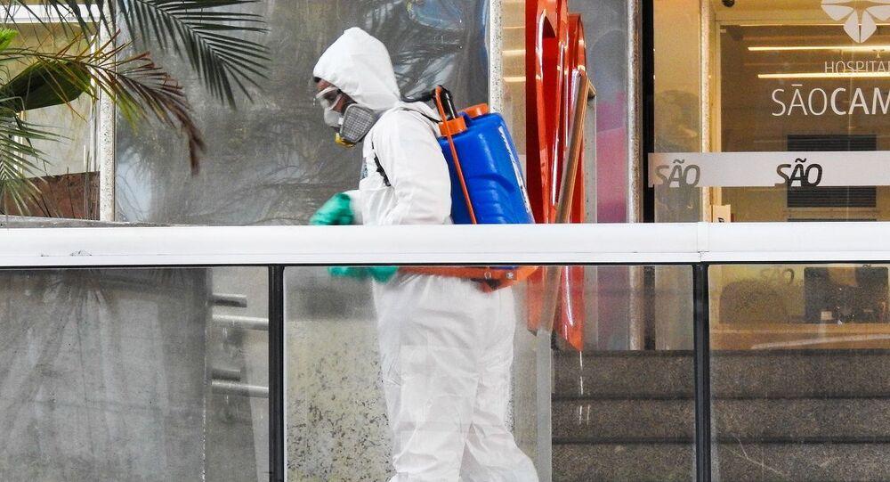 Higienização e assepsia com peróxido de hidrogênio na região do hospital São Camilo na Pompeia, zona oeste de São Paulo