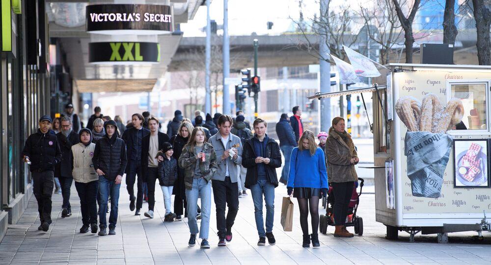 Comércio aberto na capital sueca, Estocolmo, em meio à propagação do novo coronavírus, 4 de abril de 2020