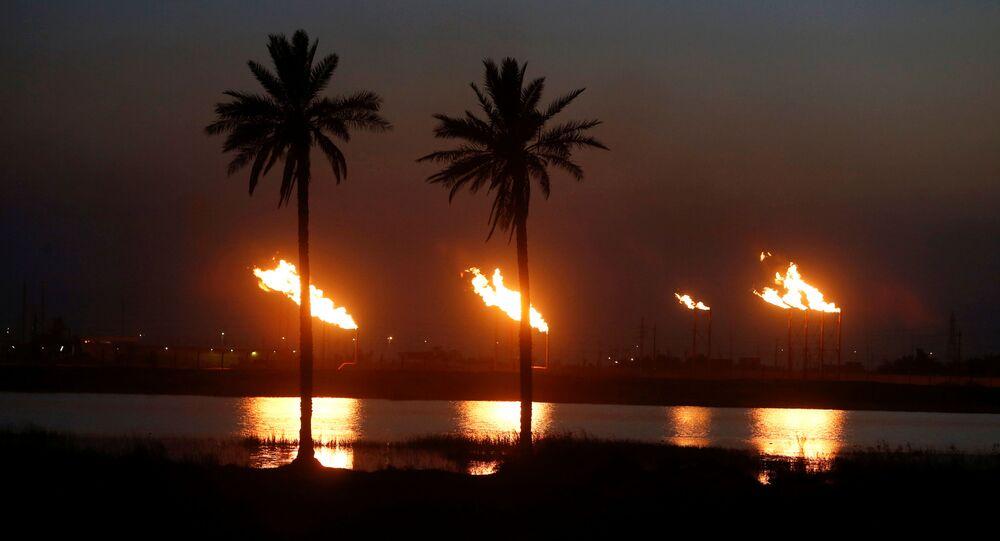 Chamas emergem de petrolífera no norte de Basra, Iraque, em 9 de março de 2020