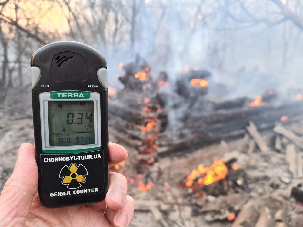 Medidor de radiação retrata níveis alarmantes em Chernobyl