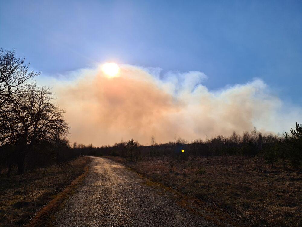 Imagem demonstra alcance de fumaça provocada por incêndio em floresta perto de Chernobyl
