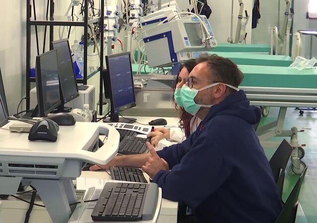 Hospital de campanha em Bergamo, Itália, no qual 200 especialistas russos e italianos irão atender, examinar e tratar infectados pela COVID-19 dia e noite