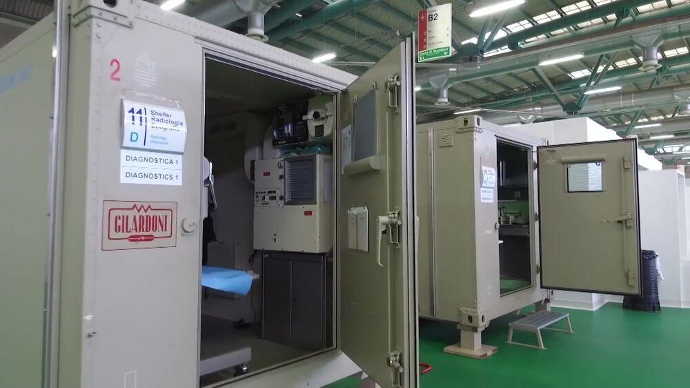 Cabines de radiologia para o tratamento de doentes com a COVID-19 no hospital de campanha de Bergamo, Itália, que possui capacidade para 142 infectados pelo coronavírus e contará com a ajuda de especialistas russos