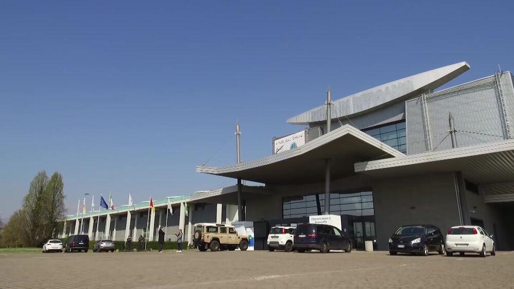 Vista externa do hospital de campanha de Bergamo preparado para abrigar 142 infectados pela COVID-19