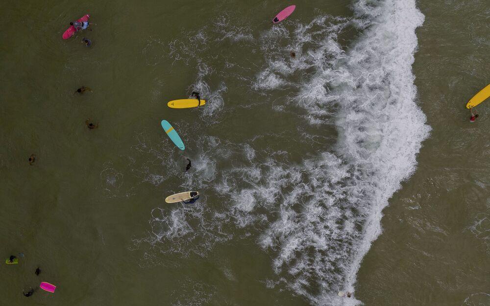 Vista aérea de praia do Arpoador, no Rio de Janeiro