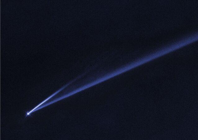 Imagem do asteroide Gault se desintegrando no espaço