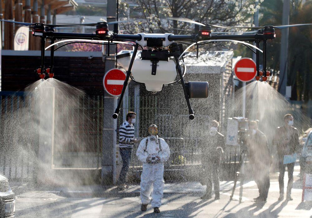 Desinfecção de ruas na França com ajuda de drone