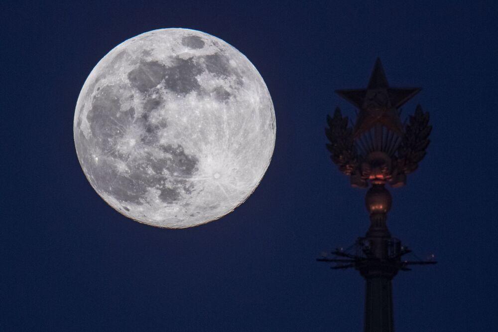 Superlua observada em Moscou, na Rússia