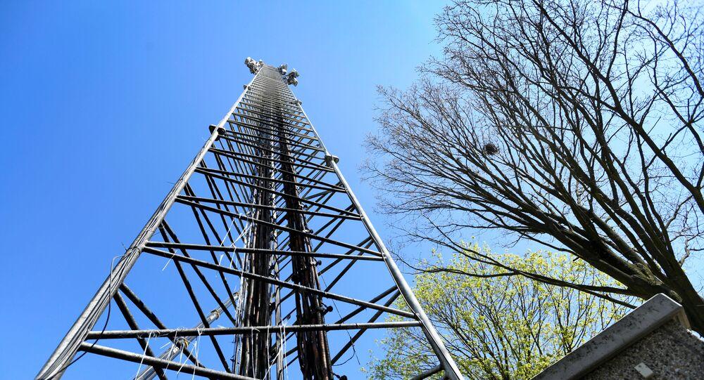 Torre de transmissão celular danificada em Nuenen, Países Baixos, 11 de abril de 2020