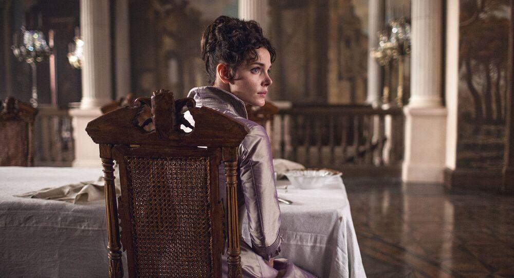 Atriz Elizaveta Boyarskaya interpreta Anna Karenina no filme Anna Karenina. A História de Vronsky