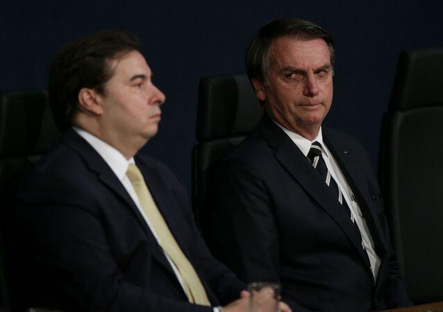 Presidente Jair Bolsonaro participa, ao lado do presidente da Câmara dos Deputados, Rodrigo Maia (DEM-RJ), de solenidade de posse nos novos procuradores do Ministério Público