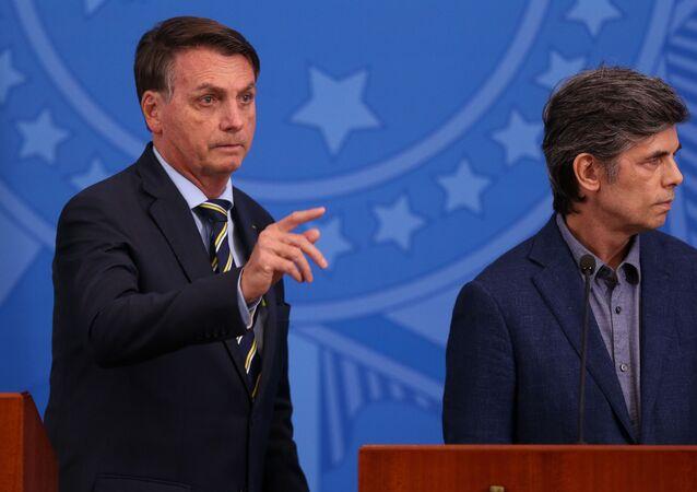 O presidente Jair Bolsonaro anuncia o novo ministro da saúde Nelson Teich, no Palácio do Planalto.